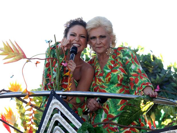 Claudia Leitte faz dueto coim Hebe Camargo em Salvador (Foto: Edgar de Souza/G1)