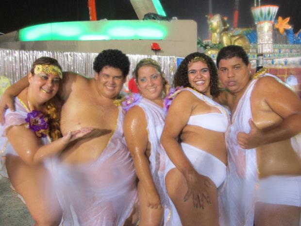 Gordinhos foram destaque no desfile da Porto da Pedra (Foto: G1)
