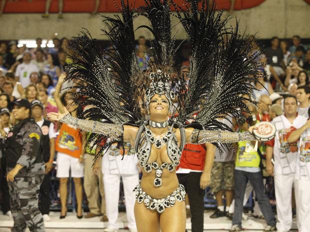 Viviane Araújo vem como a 'capitã Nascimento' do Salgueiro (Foto: Rodrigo Gorosito/G1)
