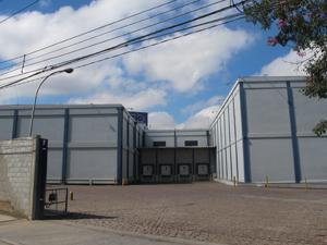 Empresa onde ocorreu vazamento de amônia foi isolada em Barueri (Foto: Roberta Steganha/ G1)