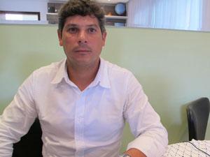 Tio de Carlos Eduardo fala sobre a morte do rapaz (Foto: Luciana Bonadio/G1)