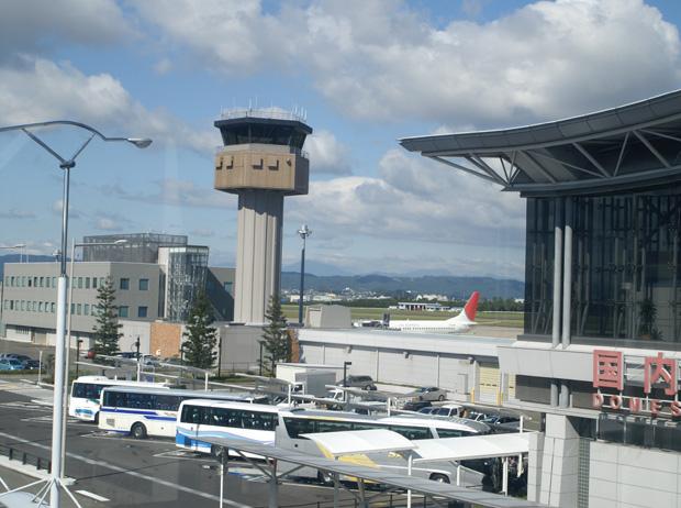 Torre de controle do aeroporto, antes da tragédia (Foto: Hideyuki Kamon/Creative Commons/CC BY-SA 2.0)