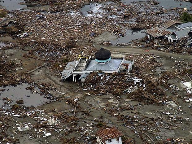 Efeitos do tsunami de 2004 que devastou a costa de Sumatra (Foto: AFP)