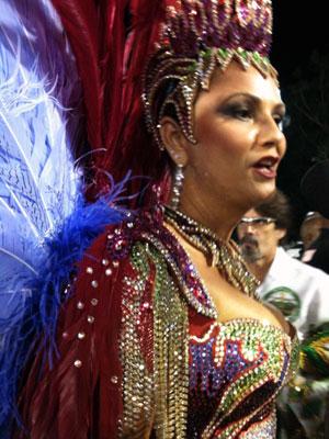 Luiza Brunet, rainha de bateria da Imperatriz Leopoldinense (Foto: Thamine Leta/G1)