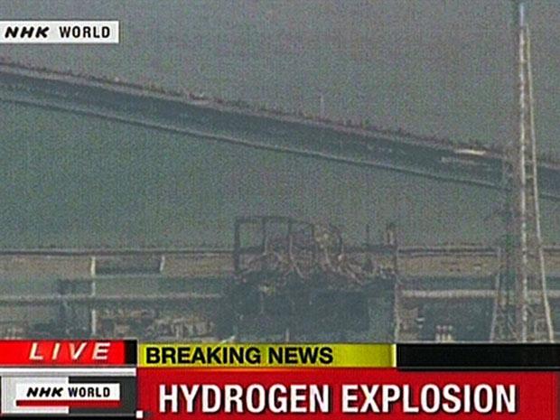 Imagem da rede NHK mostra edifício abalado por explosão  (Foto: AFP)