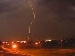 Fotos e vídeos de raios no Brasil são tema de concurso do Inpe (Foto: Reprodução/TV Globo)