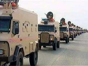 Imagem da TV estatal mostra tropas chegando ao Bahrein (Foto: AFP)
