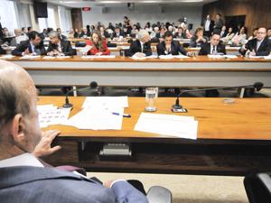 Reunião da Comissão de Reforma Política, presidida pelo senador Francisco Dornelles (PP-RJ) (Foto: Geraldo Magela / Agência Senado)