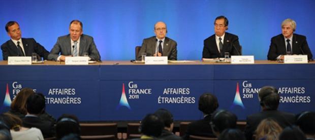 Os ministros das Relações Exteriores do G8 pediram nesta terça-feira (15), em Paris, novas medidas da ONU para aumentar a pressão sobre o ditador líbio Muammar Kadhafi (Foto: Martin Bureau/AFP)