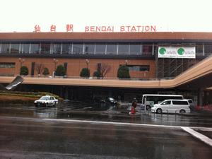 Estação de Sendai, onde os brasileiros estão se reunindo para deixar a cidade. (Foto: Walter Saito)