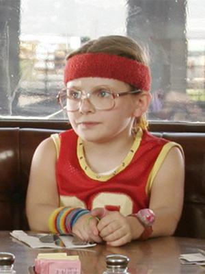 A atriz Abigail Breslin em cena de 'Pequena Miss Sunshine'.  (Foto: Divulgação)