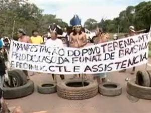 Índios protestam em rodovia em Mato Grosso (Foto: Reprodução/TV Centro América)