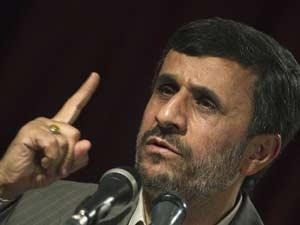 Ahmadinejad diz que intervenção das tropas do Golfo 'é ato odioso' (Foto: Reuters)