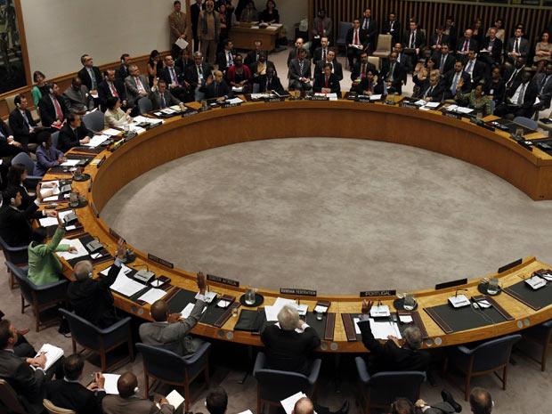 Membros do Conselho de Segurança durante votação da resolução, na sede da ONU, em Nova York, nesta quinta (Foto: Jessica Rinaldi / Reuters)