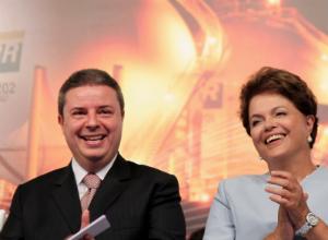 Presidente Dilma Rousseff e o governador de Minas Gerais, Antonio Anastasia,participaram da cerimônia de assinatura do Protocolo de Intenções (Foto: Roberto Stuckert Filho/PR)