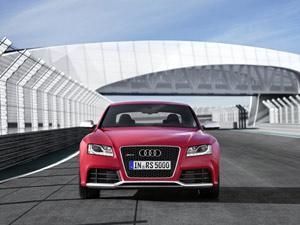 Audi RS5 acelera de 0 a 100 km/h em 4,5 segundos (Foto: Divulgação)
