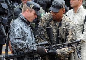 exército brasília (Foto: AFP)