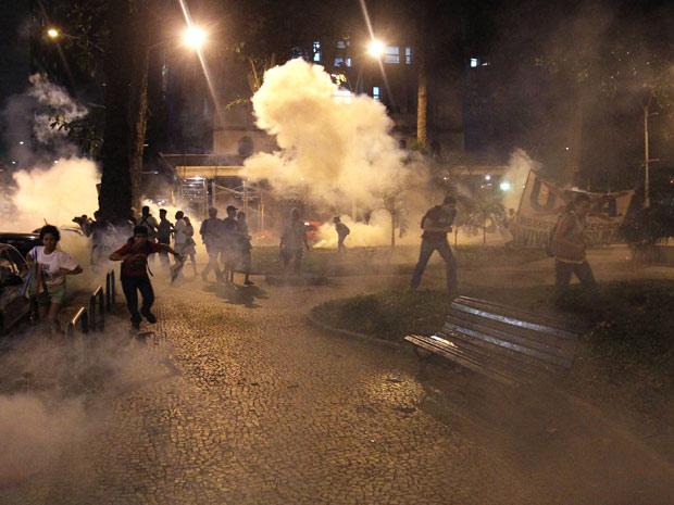 Protesto contra visita de Obama no Rio (Foto: Evelson de Freitas/AE)