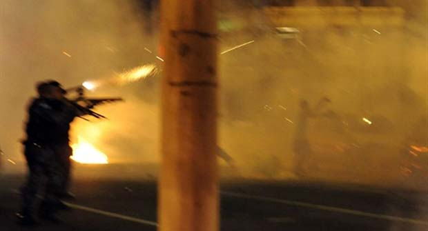 Polícia reprime manisfestantes em protesto contra Obama no Rio (Foto: Vanderlei Almeida/AFP)
