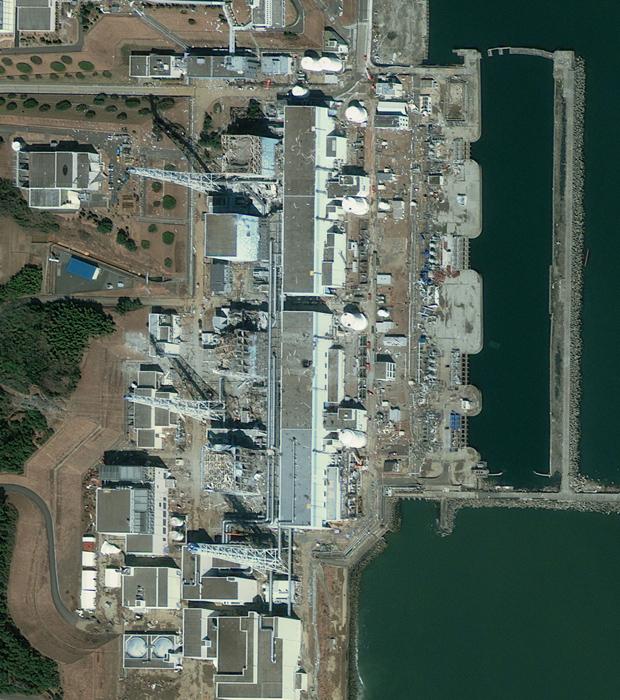 Imagem de satélite mostra a usina de Fukushima nesta sexta-feira (18) (Foto: Reuters)