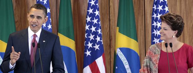 O presidente dos EUA, Barack Obama, e a do Brasil, Dilma Rouseff, falam neste sábado (19) no Palácio do Planalto (Foto: AP)