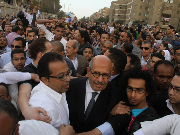 Baradei Egito pedra 1 (Foto: Ahmed Ali / AP Photo)