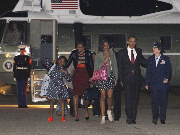 Barack Obama embarcou para o Brasil com as filhas e a esposa, Michelle Obama. (Foto: Jason Reed / Reuters)