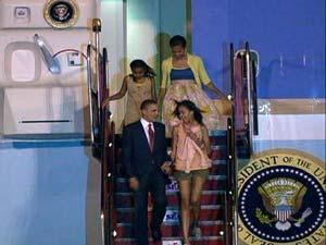 Obama e família desembarcam no Rio de Janeiro (Foto: Reprodução Globo News)