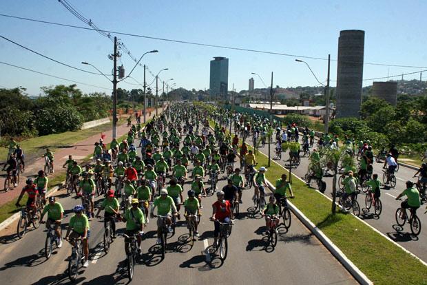Passeio ciclístico em Porto Alegre reuniu cerca de 2,5 mil pessoas, segundo a prefeitura (Foto: Ricardo Giusti/PMPA)