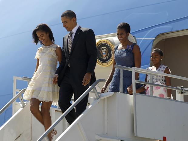 O presidente dos EUA, Barack Obama, e a família chegam a Santiago do Chile nesta segunda-feira (21) (Foto: Reuters)