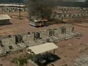 Destruição em um dos alojamentos da Usina Hidrelétrica de Jirau, em Porto Velho (Foto: Reprodução/TV Globo)