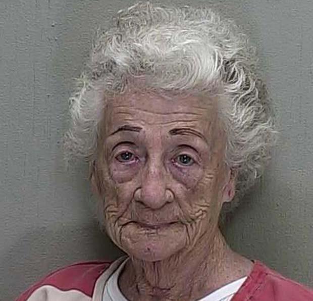 Helen Staudinger atirou contra a casa do vizinho porque ele não quis beijá-la. (Foto: Reuters)