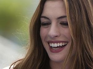 Anne Hathaway no lançamento de 'Rio' (Foto: AP/AP)