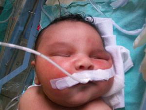 Pai está comprando enxoval para bebê de 5 meses para caber em Gustavo (Foto: Arquivo pessoal)