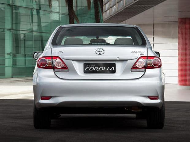 Toyota Corolla tem linhas traseiras alinhadas horizontalmente (Foto: Divulgação)