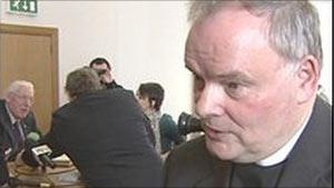 O reverendo McIlveen considerou a decisão como histórica (Foto: BBC)