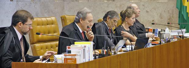 Ministros do STF durante a votação de recurso contra a Lei da Ficha Limpa nesta quarta-feira (23) (Foto: Nelson Jr./SCO/STF )
