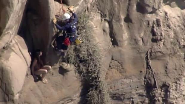 Jovem ficou presa a altura de  cerca de 150 metros. (Foto: Reprodução)