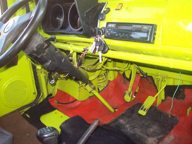 Carro foi construído durante quatro anos em São José de Piranhas (PB) e roda com motor de motocicleta 125 cc (Foto: Divulgação/Wagner Batista da Silva/Arquivo Pessoal)