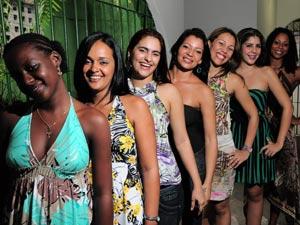 Finalistas irão desfilar em trajes de gala e de passeio (Foto: Paulo Almeida/Seres/Divulgação)