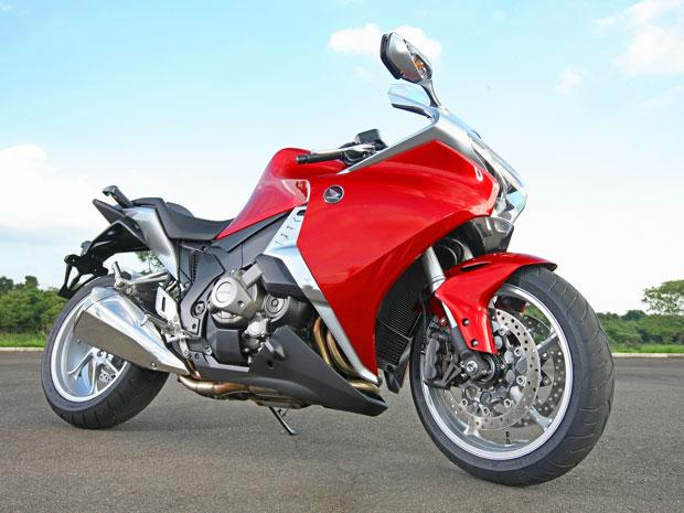 Esportiva VRF 1200 é uma das apostas da Honda para o mercado das motos de altas cilindradas (Foto: Divulgação/Honda)
