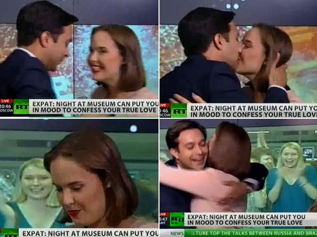 """Em maio de 2010m o jornalista inglês da rede árabe 'Al Jazeera' Neave Barker pediu sua namorada, a russa Anna Fedorova, apresentadora da emissora """"Russia Today (RT)"""", em casamento durante um programa ao vivo. (Foto: Reprodução)"""