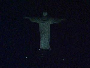 Cristo Redentor ficou às escuras para alertar sobre aquecimento global  (Foto: Reprodução / TV Globo)