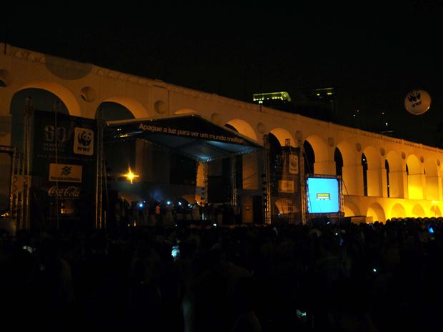 Os Arcos da Lapa ficaram às escuras às 20h30 deste sábado (Foto: J. P. Engelbrecht / PCRJ)