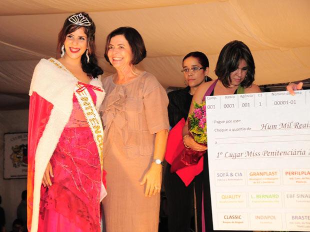 Rebecca Rhaysa Suelen Guedes recebeu prêmio de R$ 1 mil e direito de fazer curso profissionalizante (Foto: Divulgação/Paulo Almeida/Seres)