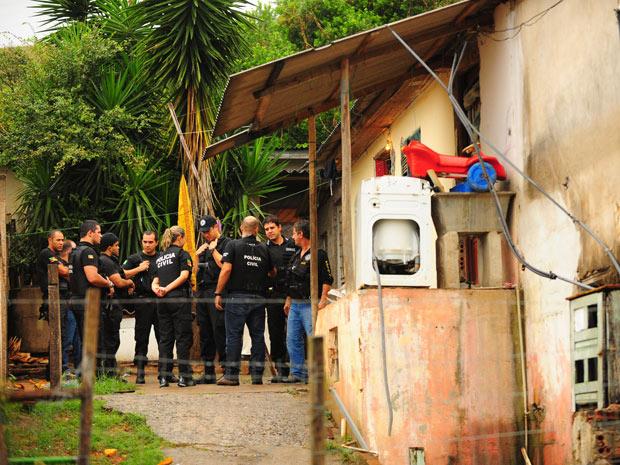 Quatro pessoas são mortas e uma criança de 9 anos foi internada após chacina em Porto Alegre (Foto: Genaro Joner/Zero Hora/Ag.RBS )
