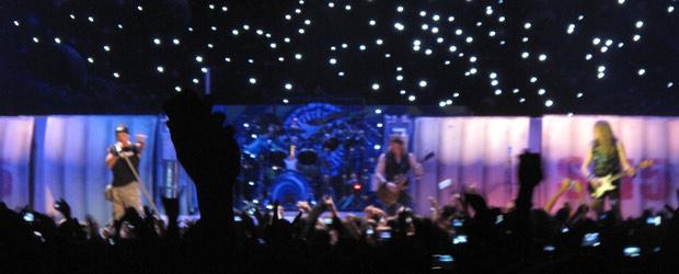 A banda Iron Maiden no palco do HSBC Arena durante os 10 primeiros minutos de show (Foto: Tatiana Martins/G1)