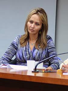 A deputada Jaqueline Roriz (PMN-DF) em comissão da Câmara no dia 22 de fevereiro (Foto: Brizza Cavalcante/Agência Câmara)