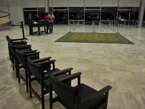 Servidores começaram na noite desta terça-feira (29) a preparar o Palácio do Planalto, onde será realizado o velório do ex-presidente da República José Alencar. (Foto: José Cruz/ABr)