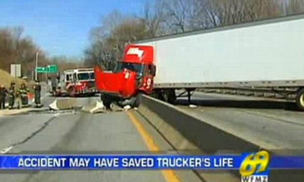 Imagem da TV local mostra o caminhão acidentado em Reading, na Pensilvânia (Foto: Reprodução)
